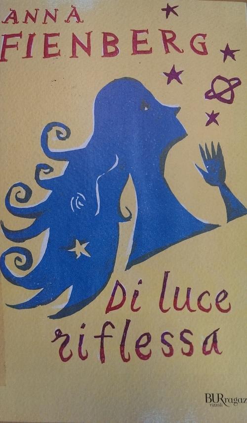 Copertina del libro con l'immagine stilizzata di una ragazza dai capelli lunghi ripresa di profilo