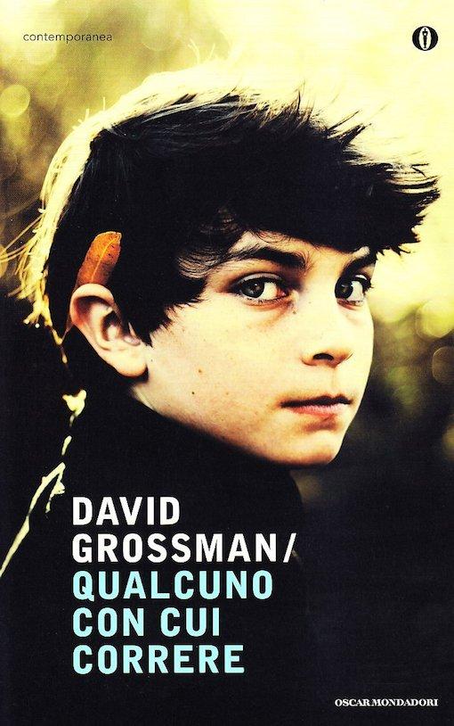 Copertina del libro con l'immagine di un ragazzo che guarda dritto verso l'osservatore