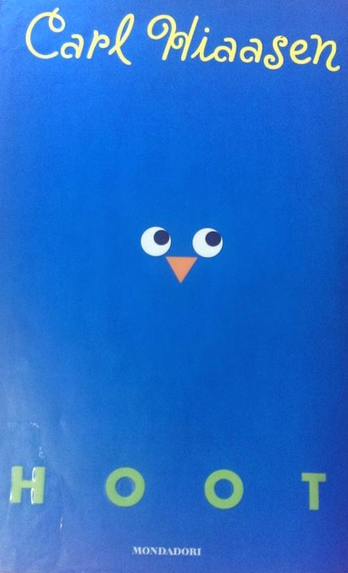 Copertina del libro blu con due occhi e un becco