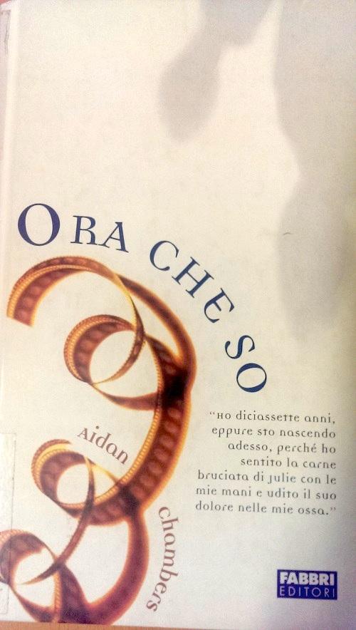 Copertina del libro con l'immagine di un nastro da film che si srotola lungo la copertina