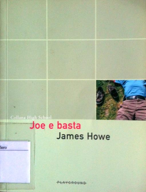 Copertina del libro di colore verde, con un piccolo rettangolo centrale dove si vede una porzione di corpo maschile con una camicia azzurra e un paio di pantaloni marroni