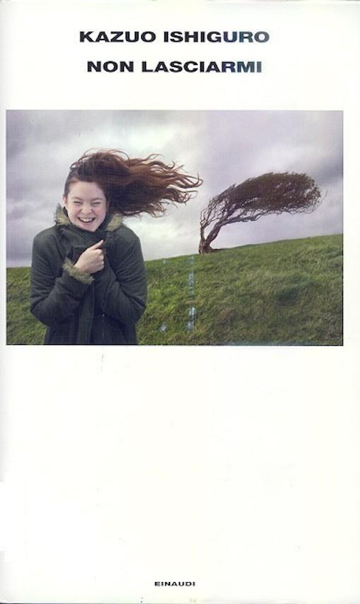 Copertina del libro con l'immagine di una ragazza in primo piano con i capelli mossi dal vento