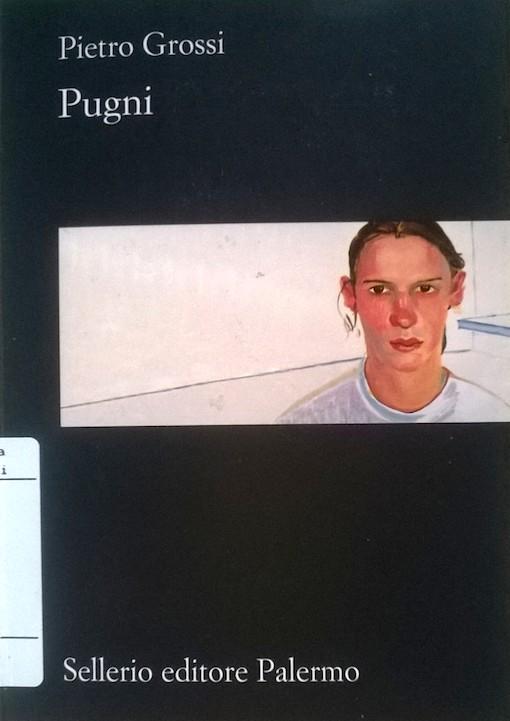 Copertina del libro blu con l'immagine di un ragazzo con la maglia bianca