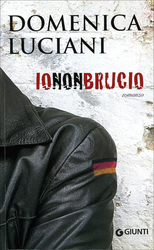 Copertina del libro con l'immagine parziale di una giacca di pelle nera