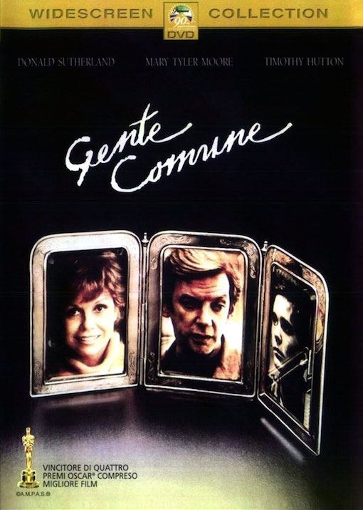 Copertina del DVD con tre portafotografie con l'immagine di alcuni protagonisti del film