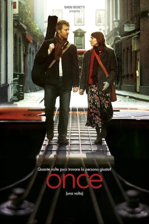 locandina del film con un ragazzo con la chitarra a spalle e una ragazza al suo fianco