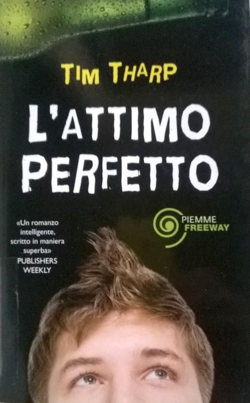 Copertina del libro con l'immagine di un ragazzo che guarda verso l'alto