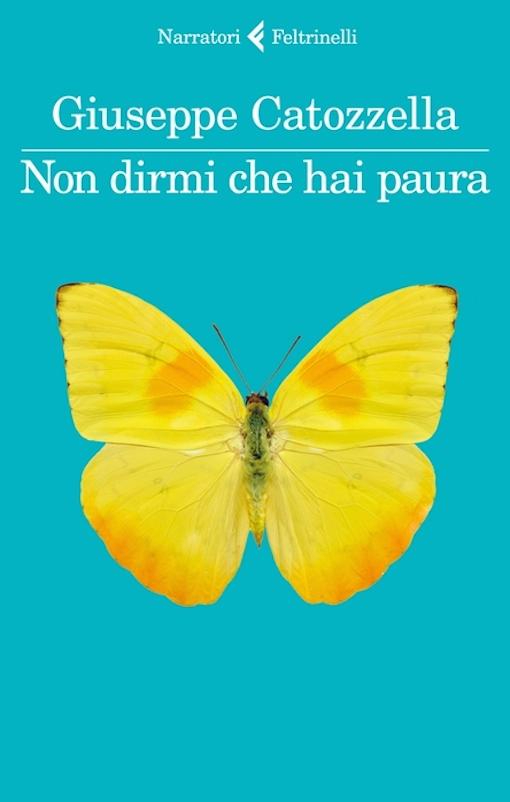 Copertina del libro azzurra con una farfalla gialla al centro