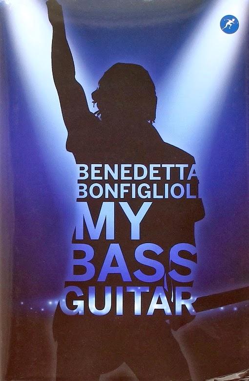 Copertina del libro con l'immagine di un musicista che tiene in mano una chitarra