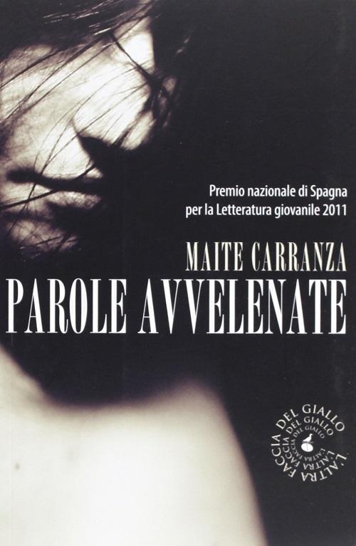 Copertina del libro in bianco e nero con l'immagine di un volto di ragazza
