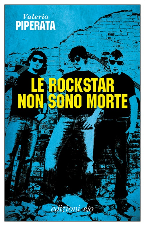 Copertina del libro sul tono del blu con un'immagine di un trio di musicisti rock