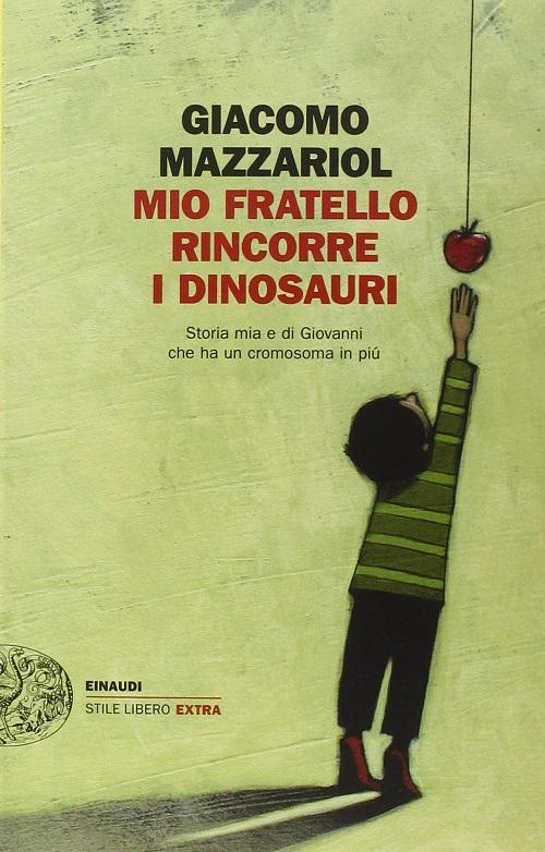 Copertina del libro con il disegno di un bambino in punta di piedi che cerca di raggiungere una mela appesa