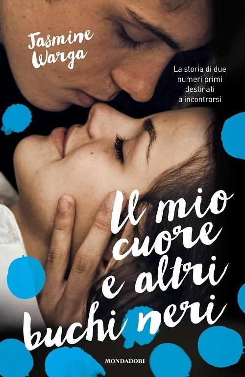 Copertina del libro con l'immagine di un ragazzo e di una ragazza che stanno per baciarsi