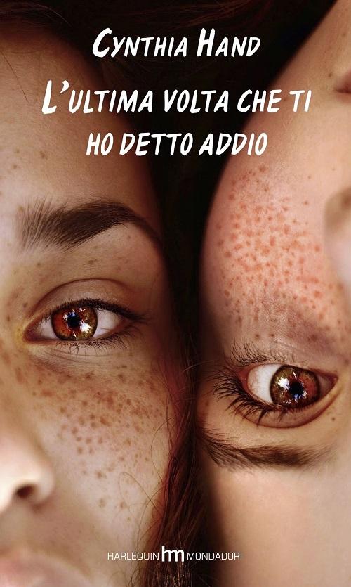 Copertina del libro con l'immagine di due volti vicini appoggiati guancia a guancia