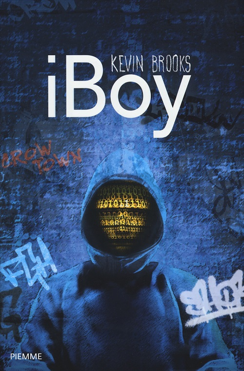 Copertina del libro nei toni del blu con l'immagine di un ragazzo con una felpa e il cappuccio sul capo, a coprire un volto fatto in linguaggio binario
